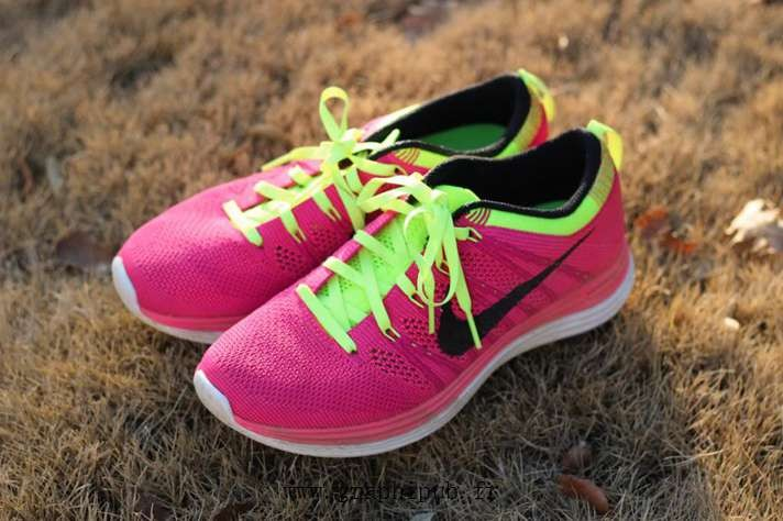 nike internationalist femme rose courir