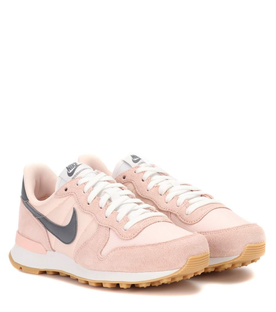 basket nike internationalist femme rose gris